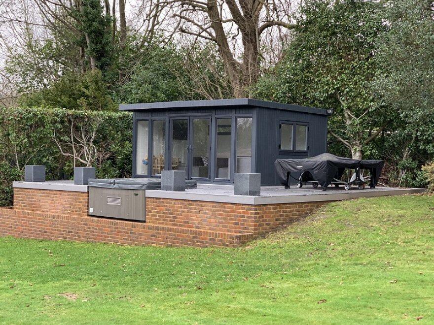 UPVC summerhouse in 7016