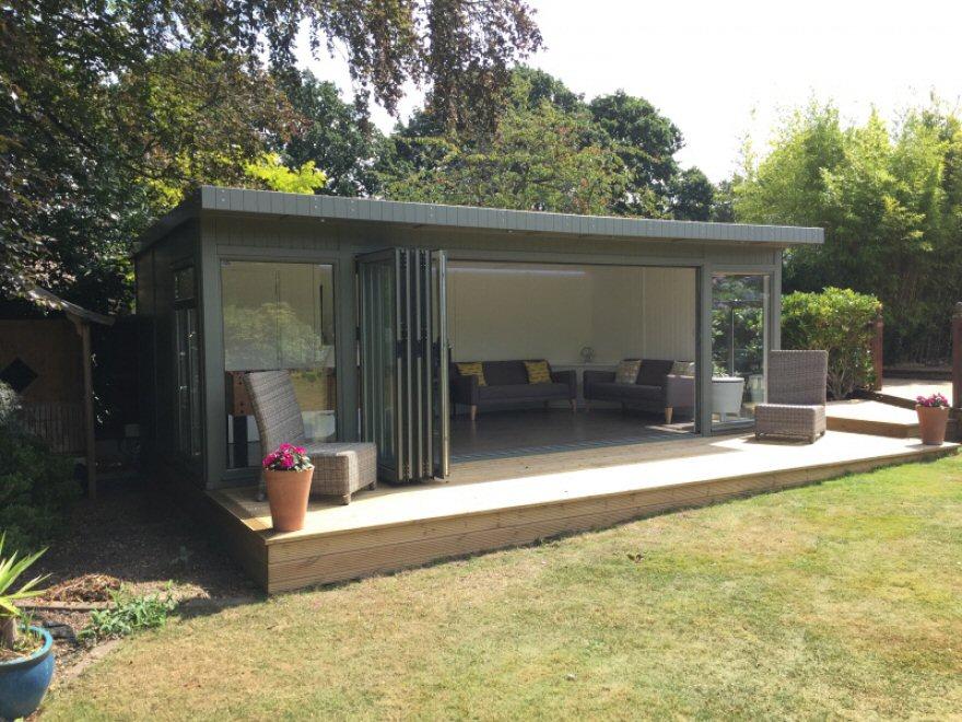 Garden room in chislehurst london bakers timber buildings for Portable garden room