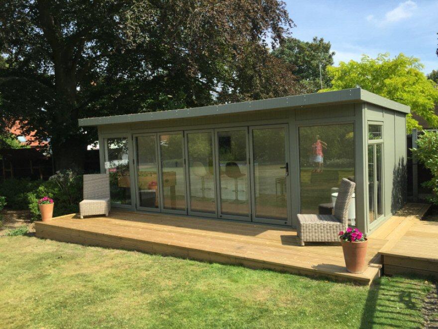 Beautiful 6,7 x 3,65m garden room with aluminium bi-folding doors