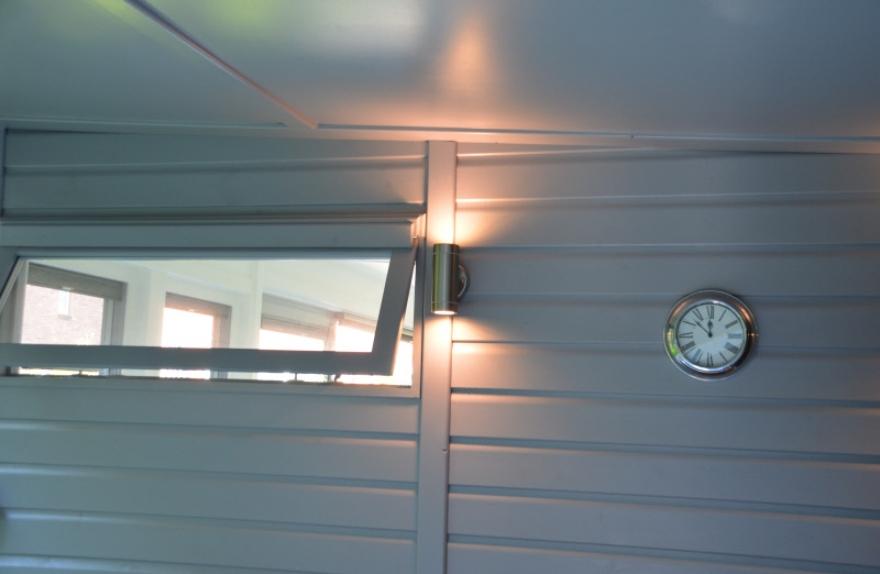 outside light highlighting side window