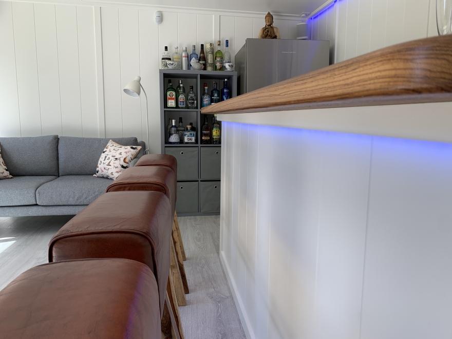 Coloured led wash lighting under bar edge