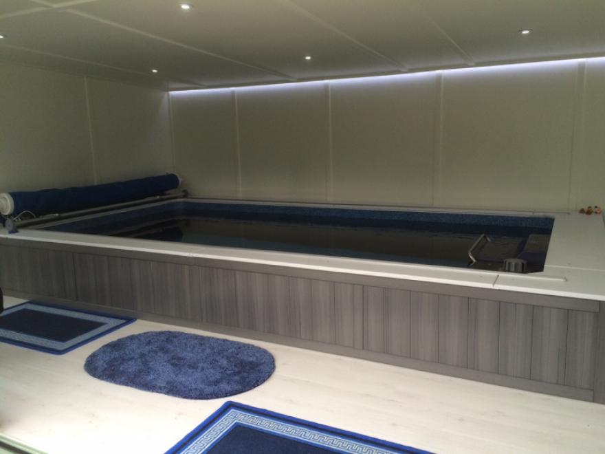 Executive tri-sliding endless pool room