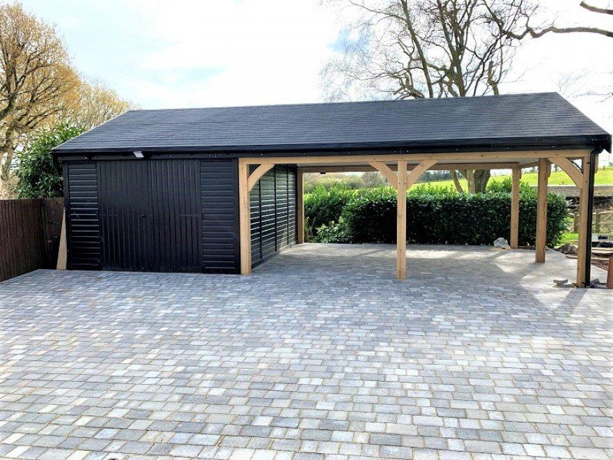 garage with car port