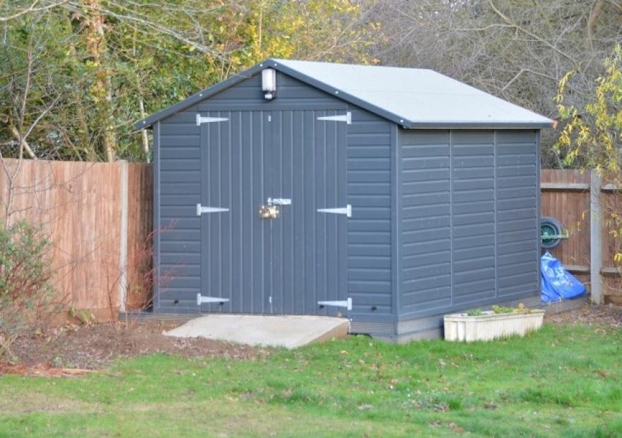 garages and workshop buildings - raven