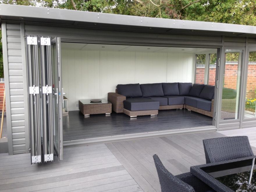 These aluminium bi-folding doors offer full integration with the entertainment area