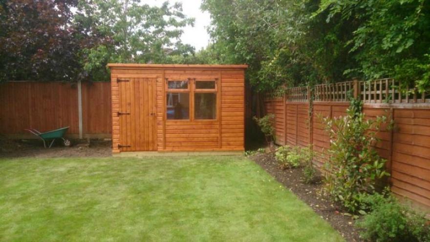 Woodpecker shed